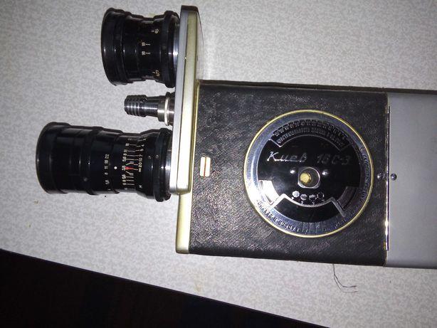Відеокамера з касетами