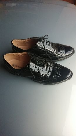 Buty lakierki T.Taccardi sznurowane