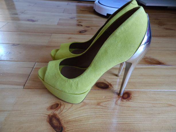 Buty czółenka BUFFALO LONDON nowe r.39
