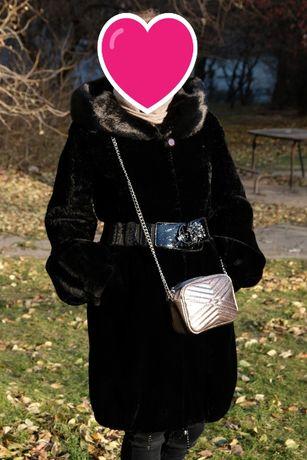 Мутоновая черная шуба с норковым капюшоном