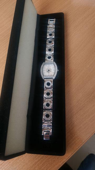Часы Mary Kay