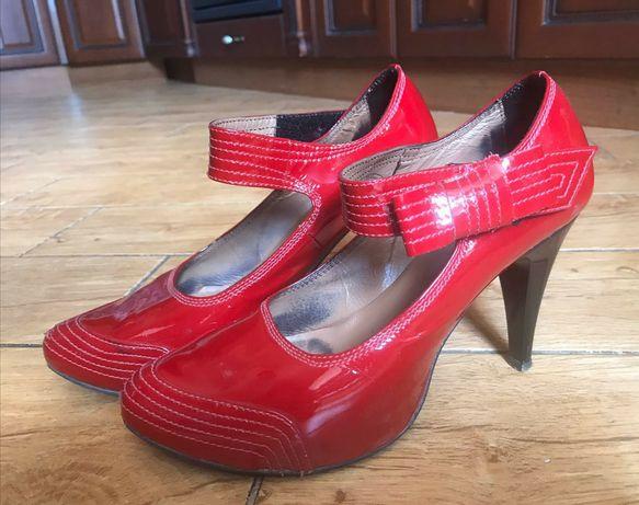 Туфли красные на липучке кожа, 37 р., 24,5 см. стелька, натур кожа.