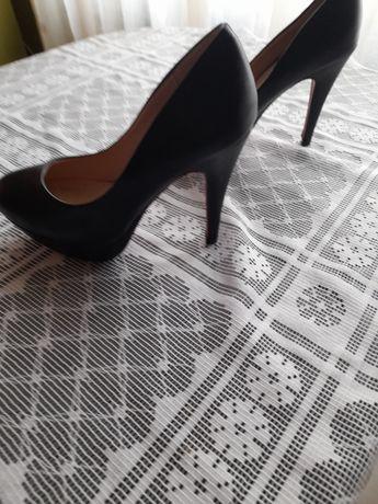 Nowe buty na szpilce