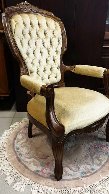 Stylowy pikowany fotel.