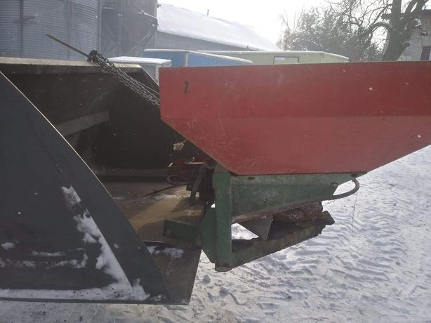 Siewnik do nawozu z napędem hydraulicznym