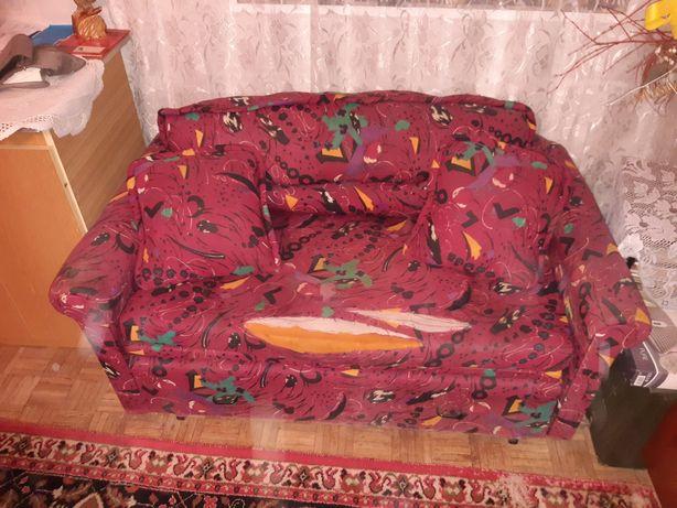 Rozkładana kanapa 2 osobowa.