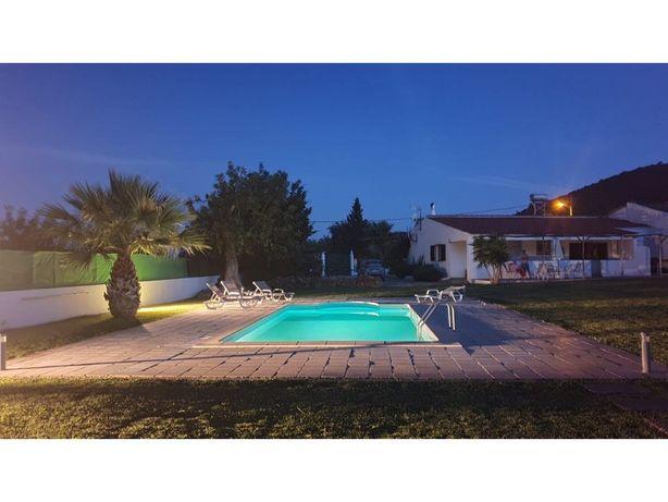 Vende-se moradia térrea T3 com piscina em Olhão