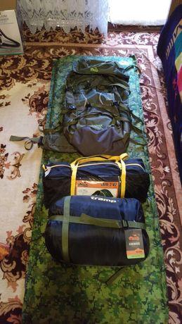 Палатка спальный мешок рюкзак каремат самонадувающийся Tramp