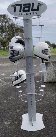 Estante de capacetes