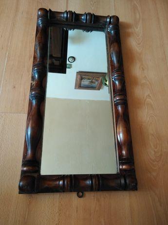 Stare lustro w drewnie.
