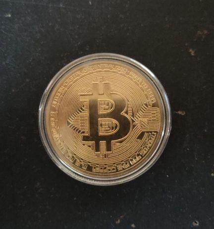 Сувенирные монеты биткоин и Дональд Трамп новые