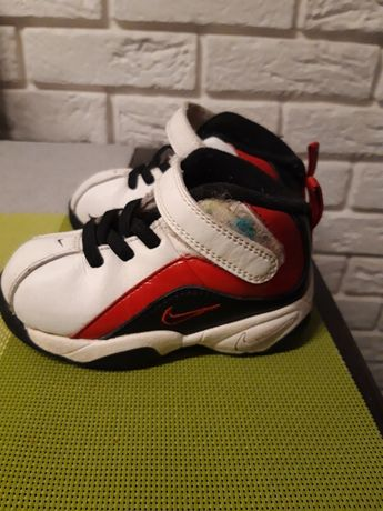 Buciki Nike. Roz 22