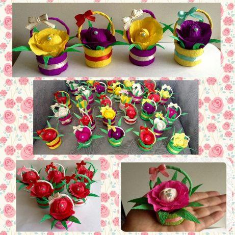 Ананасы, цветы из конфет