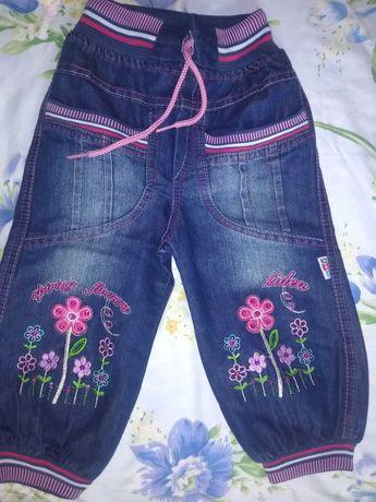 Продам джинсовые штанишки для девочки
