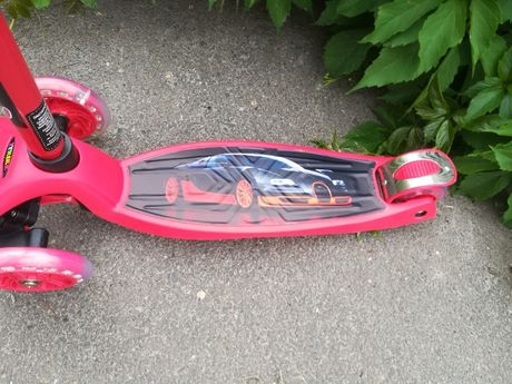 Самокат Макси Бугатти Вейрон, светящиеся колеса,выдерживает 80 кг