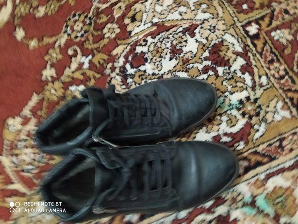 Шкіряне взуття чоловіче