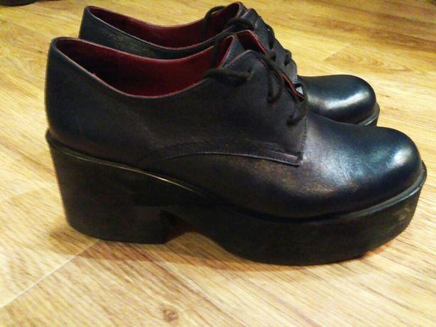 Кожаные стильные ботинки женские 38 размер