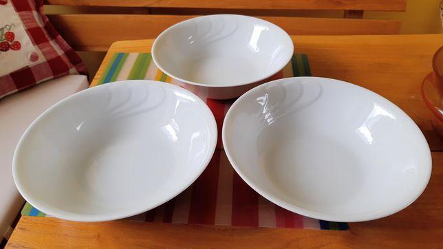 Ceramiczna miska, sakatreka do sałatek lub przekąsek.