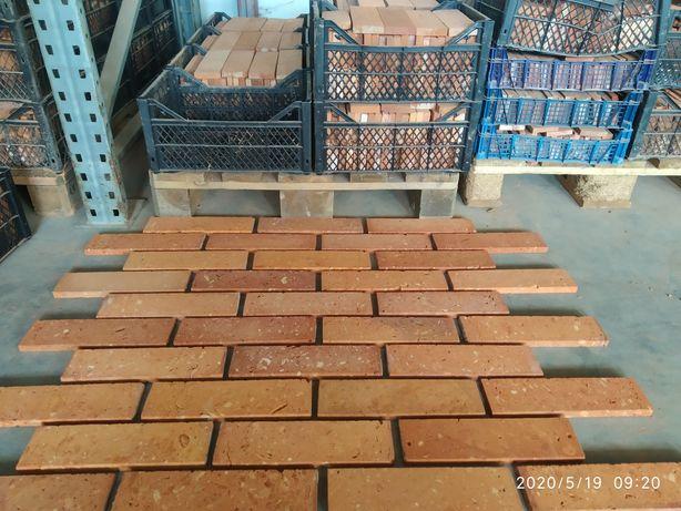Cegła płytki z Cegły rozbiórkowej środki formatowane