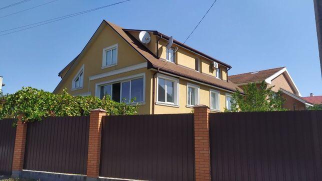 Продаётся дом площадью 300кв/м. Лесопарковая зона
