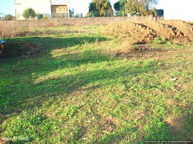 Terreno Urbano para construção de Moradia Isolada e anexo