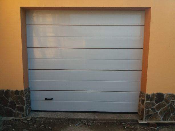 Секційні автоматичні ворота в гараж на пульті (Comfort Garage gates)