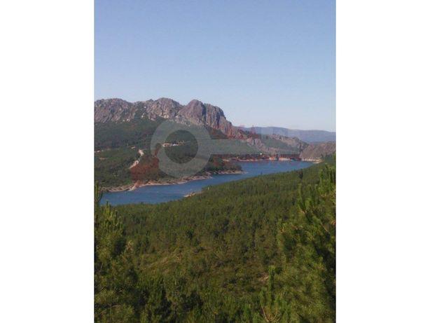 Terreno com vistas privilegiadas para a barragem de Santa...