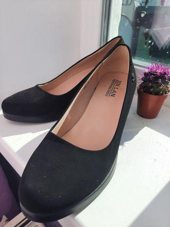 Чорні замшеві туфлі