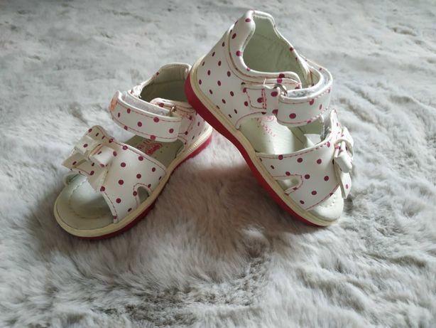 Buciki/sandałki/sandały dla dziewczynki w rozmiarze 20 Nelli Blu