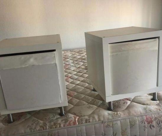 cubos Ikea Kallax com pes de aluminio com caixa tecido