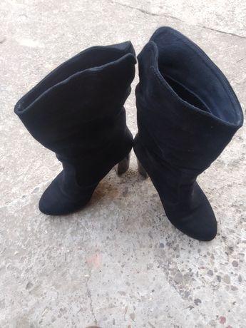 Продам жіноче замшеве взуття