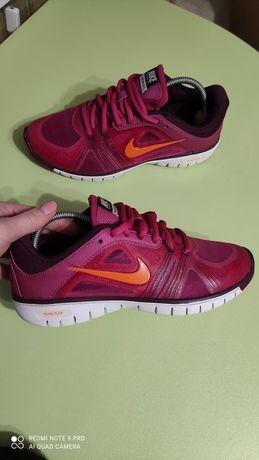 Кроссовки Nike Training Move Fit 37р.23.5-24см в отличном состоянии