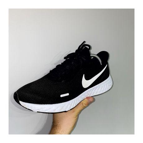 Кроссовки Nike Revolution (не air jordan 1)