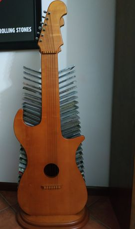 Guitarra madeira, porta cds