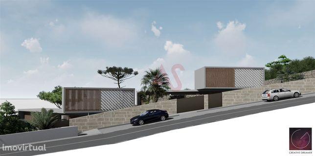 Lote de terreno para construção com uma área total de 1260.92m2 em Cal