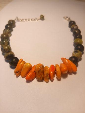 Bransoletka drewniana z pomarańczowymi kamieniami