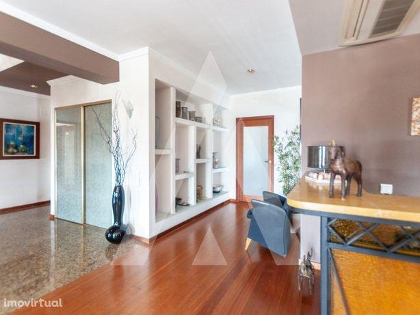 Apartamento T4+1 em São João da Madeira