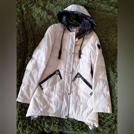 Куртка демисезонная 450 руб. Шапка 300 руб. Возможен торг.