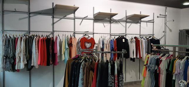 Sprzedam wyposażenie po sklepie odzieżowym, manekiny, witryny, stelaże