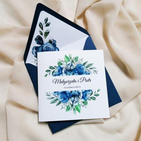 Zaproszenia ślubne z granatowymi kwiatami
