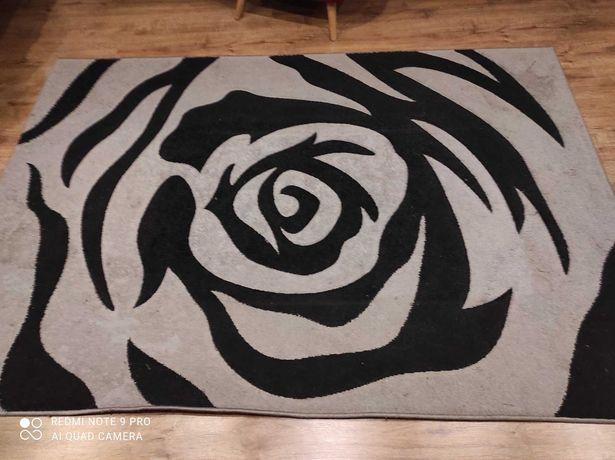 Śliczny dywan do salonu