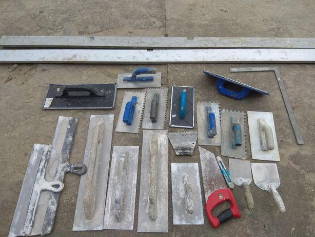 Poziomica 3 i 2,5 m i narzędzia budowlane
