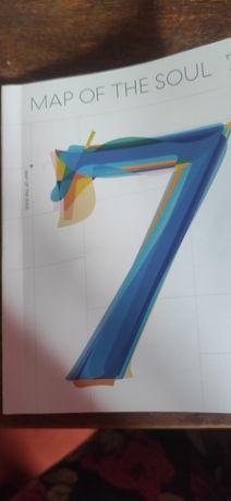 Книга фото, 2 фото подставки, стикеры, лирика новых песен