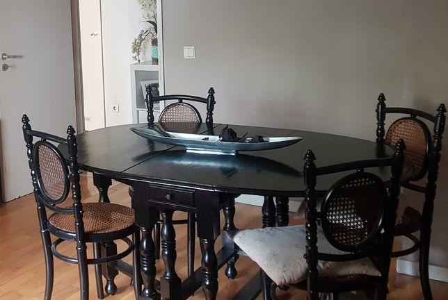 Mesa restaurada + 4 cadeiras