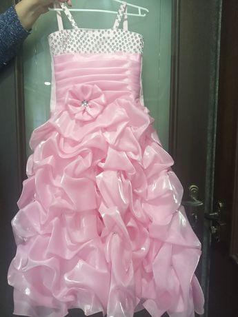 Розове плаття для дівчаток