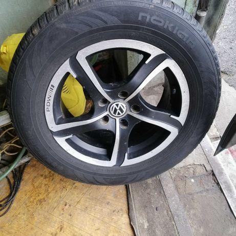 диск литой с резиной Фольцваген Б6 225 60 16 Нокиан