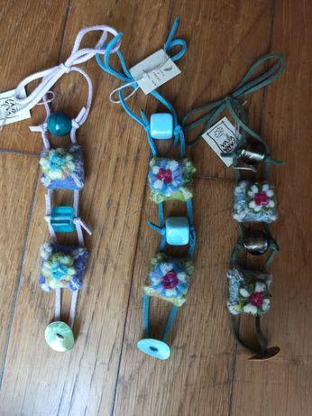 Pulseiras feitas à mão em feltro de lã