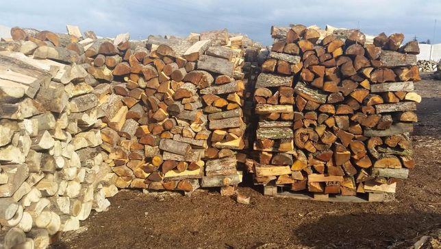 Suche drewno kominkowe z darmowym transportem