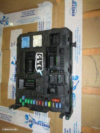 Caixa fusiveis 9661940180 PEUGEOT / 407 / 2006 / 2.2I / JOHNSON CONTROLS /