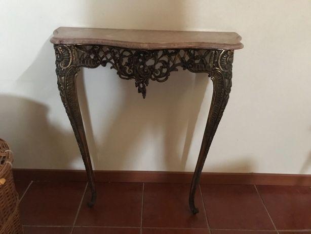Diversas mesas de apoio, chá e aparador madeira, metal e mármore